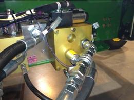 Reverser valve block