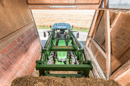 Slim boom, panorama roof, and low engine hood for perfect combination for visibility from John Deere