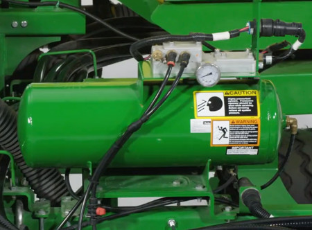 Integrated compressor tank on 1745 Planter