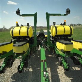 1765 and 1765NT Planters offer one hitch length