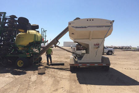 Cleanout with seed tender
