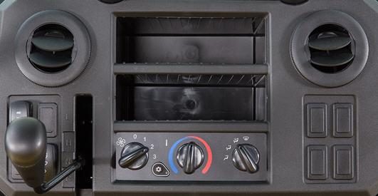Controles e aberturas de ventilação do HVAC no painel