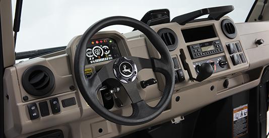 Painel do sistema de ar-condicionado/ventilação/aquecedor exibido com o interior na cor castanho do ano-modelo 2021 (unidade de equipamento R)