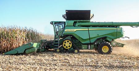 SérieX récoltant du maïs à degré d'humidité élevé