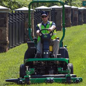 Modèle 1550 coupant de l'herbe