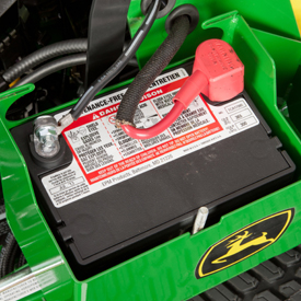 Couvercle de batterie déposé pour l'accès d'entretien