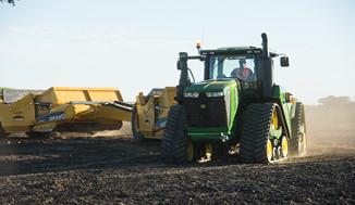 Tracteur avec décapeuse 9570RX et décapeuse à éjecteur 2412D E