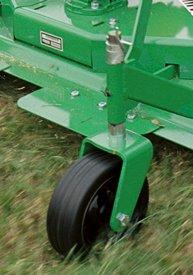 Les pneus suivent les dénivellations du sol.
