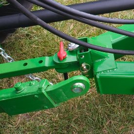 Adapte le chariot à la hauteur de la barre d'attelage du tracteur