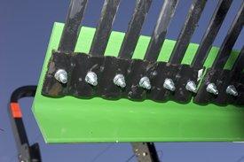Dents et plaque gaufrée en acier