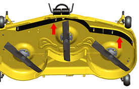 Trousse pour conditions sèches installée sur le capot de tondeuse