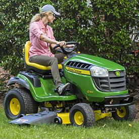 Tonte avec le tracteur E160