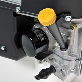 Tube de vérification et de remplissage de l'huile moteur, filtre à huile et canal de vidange d'huile facilement accessibles