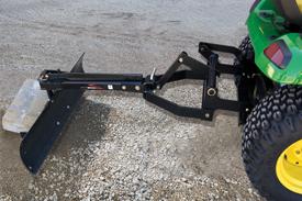 Attelage intégré électrique avec lame arrière de 122cm (42po) illustré