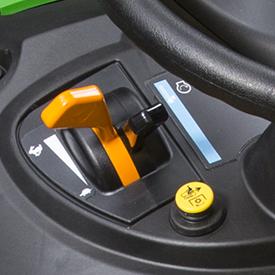 Levier de commande du régime du moteur et levier de l'étrangleur à ressort