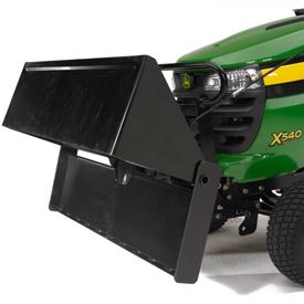 Pelle de tracteur en position de vidage