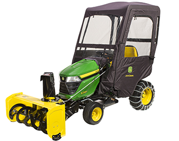 Souffleuse à neige, abri contre intempéries et chaînes sur un tracteur de sérieX300