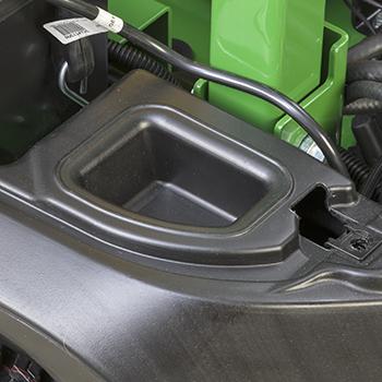 Espace de rangement protégé illustré avec couvercle de batterie retiré