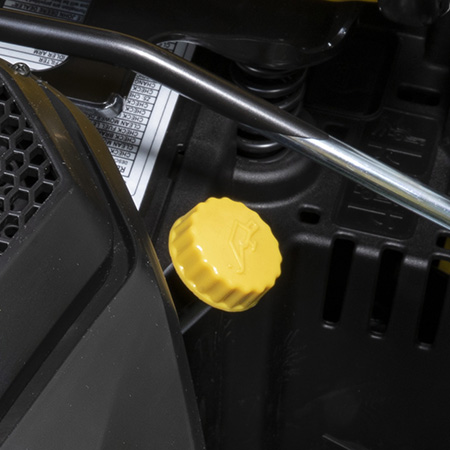 Accès facile pour vérifier le tube de contrôle/remplissage de l'huile