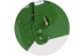 Détail de la zone indiquée, avec la goupille dans son espace de rangement