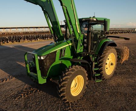 Tracteur7R210 sans protecteur de capot