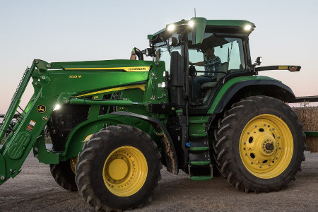 Chargeur frontal700M sur le tracteur7R210