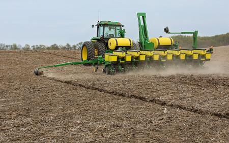 Semoir1745 à 15rangs avec système d'épandage d'engrais liquide et d'insecticide