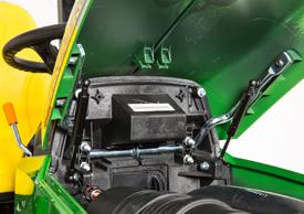 Le capot à ouverture par poussée de gaz permet d'accéder facilement au moteur