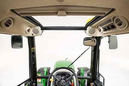 Cabine de tracteur5M équipée d'un toit panoramique