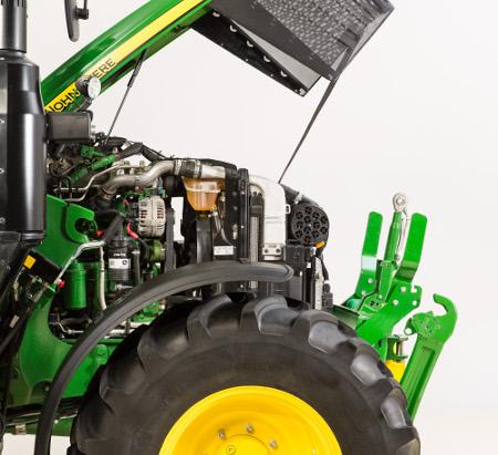 Panneaux latéraux amovibles sur le tracteur6120M permettant un accès facile
