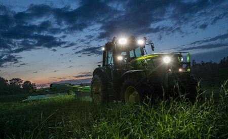 Tracteur6155M avec ensemble de projecteurs à DELPremium