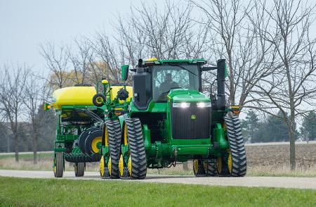 Tracteur 9RX avec chenilles de 91,4cm (18po) et écartement des chenilles de 304,8cm (120po)