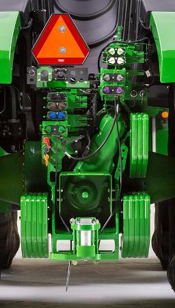 Distributeurs auxiliaires sur un tracteur 9R