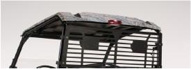 Toit en polycarbonate illustré avec trousse de feux de freinage et de feux arrière en option, crépine arrière de structure de protection des occupants et demi-pare-brise de structure de protection des occupants (arrière)