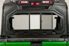 Panneau arrière de la structure de protection du conducteur (illustré avec le toit en polycarbonate, le colis d'éclairage de luxe et le colis d'éclairage à portée moyenne monté à l'arrière)