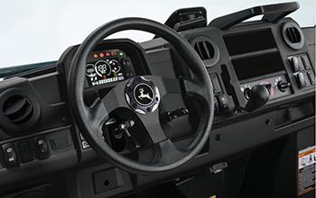 Plate-forme de conduite de l'Édition Honneur illustrée sur le modèle à cabine avec système de chauffage, ventilation et climatisation