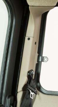 Protection de montant (illustrée en beige sur une machine de l'année-modèle2021)
