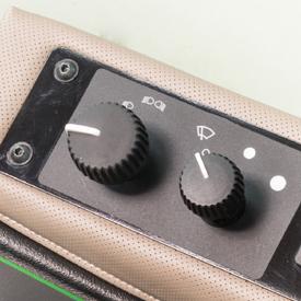 Bedienelement für serienmäßigen Scheibenwischer mit zwei Geschwindigkeiten