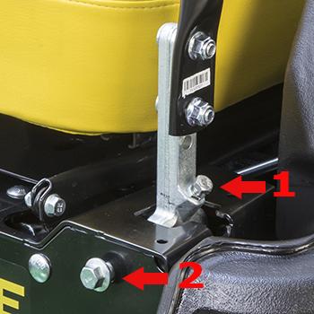 Einstellungen des Spalts (1) der Fahrbedienhebel und des Laufs (2) der Maschine