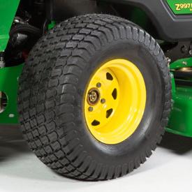 Antriebsräder mit Rasenreifen