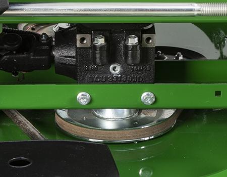 Kreuzgelenk und gusseisernes Getriebegehäuse