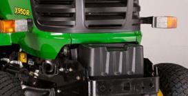 Die Batterie lässt sich leicht von vorne und ohne Werkzeug erreichen (unter der schwarzen Kunststoffabdeckung geschützt).