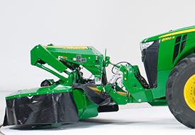 8R Traktor mit Frontkraftheber
