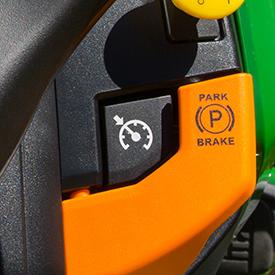 Geschwindigkeitsautomatik für Taste auf dem Armaturenbrett