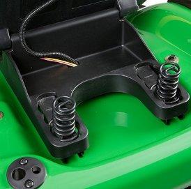 Die Sitzfederung kann an das Gewicht des Fahrers angepasst werden.