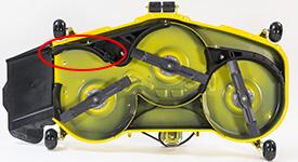 MulchControl™ Leitblech in geöffneter Position (ähnliches Mähwerk der Rasentraktoren der Serie X500 abgebildet)
