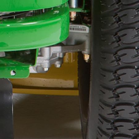 Tiefliegend eingebaute, modulare Getriebe im Fahrzeug (Bild der rechten Seite)