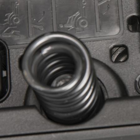 Sitzfederung mit langen Stahlfedern (links)