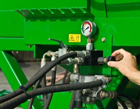 Hydraulischer Anpressdruck durch ein Bedienelement an der Vorderseite der Sämaschinenplattform