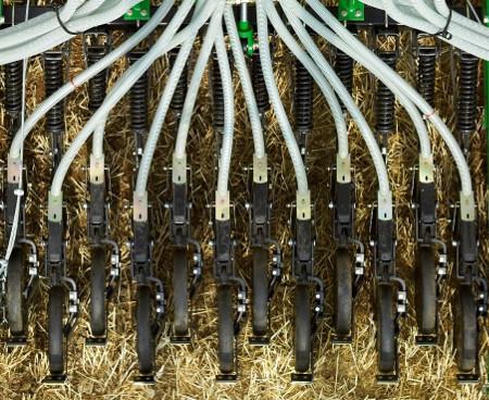 Die Furchenzieher sind versetzt angebracht, damit Fremdkörper und Ernterückstände durchlaufen können